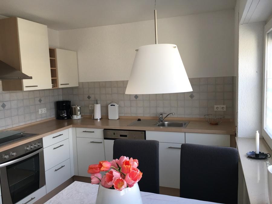 Heldes Ferienwohnung Hochberg - Küche mit Esstisch